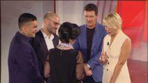Antonio Banderas abbraccia Marisa che ha perso il marito
