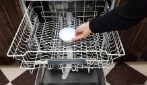 Come pulire e profumare la lavastoviglie: vi basteranno 2 ingredienti