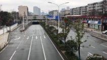 Cina, Wuhan è diventata una città fantasma: nessuno in strada e locali chiusi