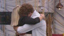 GFVip: Paolo Ciavarro abbraccia mamma Eleonora Giorgi, che approva Clizia Incorvaia