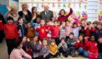 """Coronavirus, Mattarella dà l'esempio e visita a sorpresa gli alunni: """"La scuola è di tutti"""""""