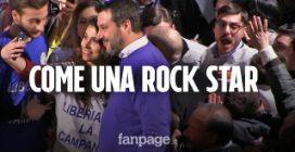 Salvini come una rock star, a Napoli autografi e selfie durano più del comizio