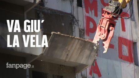 """Scampia, giù la Vela Verde. I residenti: """"Basta con Gomorra, non siamo brutti sporchi e cattivi"""""""