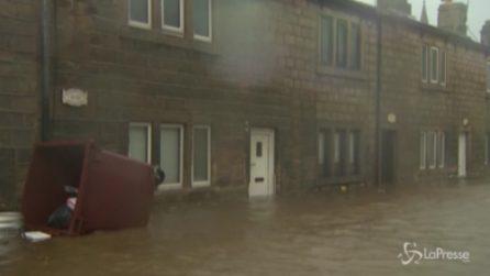 """Forti piogge, allagamenti e venti a 150km/h: """"La tempesta più forte del secolo"""""""
