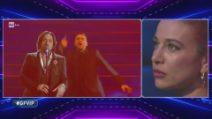 Clizia Incorvaia ascolta la canzone portata da Sarcina a Sanremo
