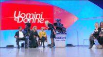 """Uomini e Donne, Tina a Gemma: """"Bugiarda"""" e la dama minaccia di andarsene"""