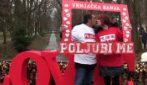 Serbia, nuovo record alla maratona del bacio: 112 minuti