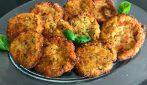 Frittelle di zucchine: la ricetta per prepararle sia al forno che fritte