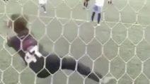 Ha solo 9 anni ma è già un portiere insuperabile: 7 parate consecutive per evitare il gol