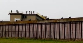 Tensione al carcere di Bologna, detenuti sul tetto