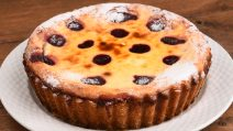 Custard and jam pie: this dessert will melt in your mouth!