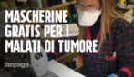 """Coronavirus, la sarta che cuce mascherine in pelle d'uovo e le regala. L'oncologo: """"Ottime"""""""
