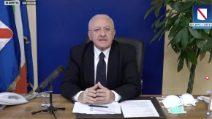 """""""Combattiamo contro il virus e contro i portaseccia"""", De Luca contro chi fa speculazione politica"""