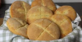 Fluffy bread rolls with semolina flour: easy and so delicious