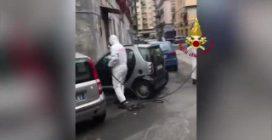 Napoli, emergenza coronavirus: vigili del fuoco sanificano le strade della città