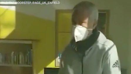 Emergenza coronavirus, il generoso gesto di Mourinho: consegna il cibo agli anziani