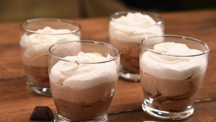 No-bake triple chocolate mousse: ready with 4 ingredients!