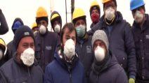 """Coronavirus, gli operai del Loreto Mare di Napoli: """"Aiutateci e restate a casa"""""""