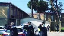 Il saluto dei vigili urbani di Napoli al collega vittima di Coronavirus