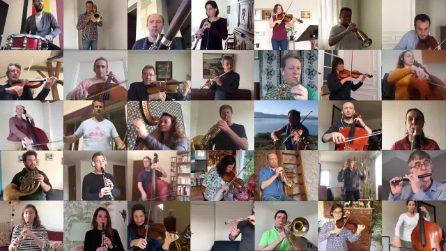 I musicisti dell'Orchestra Nazionale francese suonano nonostante la distanza