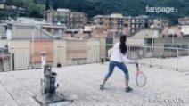 L'incredibile partita a tennis sui tetti di Finale Ligure tra due atlete