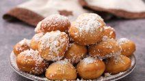 Balões de coco: você não vai resistir a esse docinho frito!