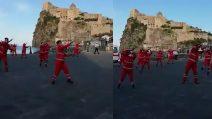 Ischia, la Croce Rossa ringrazia gli ischitani: il flash mob sulle note di Baby Shark