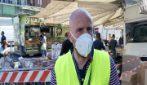 """Milano, lunga coda alla riapertura del mercato: """"Tanti clienti, si è creato un po' di assembramento"""""""