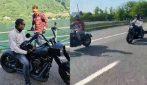 Zlatan Ibrahimovic sfreccia con la sua Harley Davidson: sorpasso a Calhanoglu