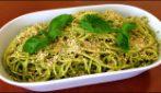 Spaghetti al pesto di basilico e nocciole: la ricetta del primo piatto delizioso