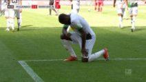 Marcus Thuram segna ed esulta dedicando il gol a George Floyd