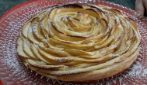 Torta sfoglia di mele: la ricetta del dessert fragrante e goloso