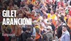 Risse, complotti, insulti a Mattarella: ecco la piazza dei gilet arancioni