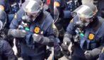 """""""Non uccideteli, ma colpiteli forte"""", così un ufficiale prepara poliziotti a caricare i manifestanti"""