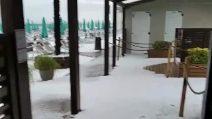 A Fano Grandinata imbianca le spiagge