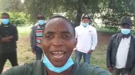 """L'appello di Soumahoro incatenato a Villa Pamphilj: """"Troppi dolori che il governo non vede"""""""