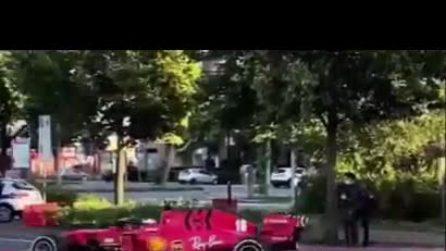 Charles Leclerc gira a Maranello con la Ferrari