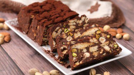 Tronchetto cioccolato, biscotti e frutta secca: la ricetta ideale per un dolce facile e veloce