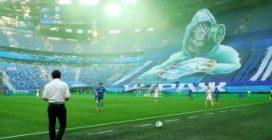 Lo stadio è vuoto ma la coreografia è da brividi prima della partita dello Zenit