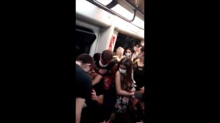 Circumvesuviana, assembramenti e zero controlli: la denuncia dei passeggeri