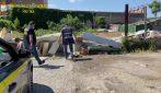 Batterie, plastiche e detriti tra le tonnellate di rifiuti nella discarica abusiva al Prenestino
