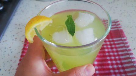 Bevanda detox con buccia di limone e menta: la semplice ricetta