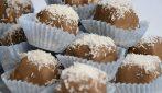Dolcetti al cocco e cioccolato: il dessert senza cottura super goloso