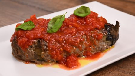 Meat stuffed eggplant: an amazing hack to make a delicious dish!