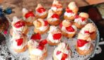 Whipping cream and strawberry cream puff: a quick and delicious dessert