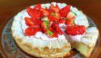 Crostata Dacquoise fragole e panna: la ricetta del dessert bello e goloso