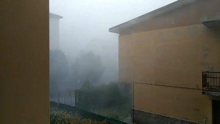 Maltempo, tempesta spaventosa nel bresciano: alberi caduti e case scoperchiate