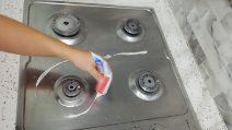 Piano cottura splendente e pulito: il rimedio efficace con un solo elemento