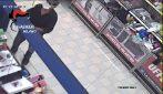 Sparatoria in un supermercato a Cormano: le immagini della rapina e del ferimento della bimba