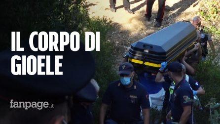 Morte di Gioele Mondello, figlio di Viviana Parisi: le lacrime del padre mentre portano via la bara